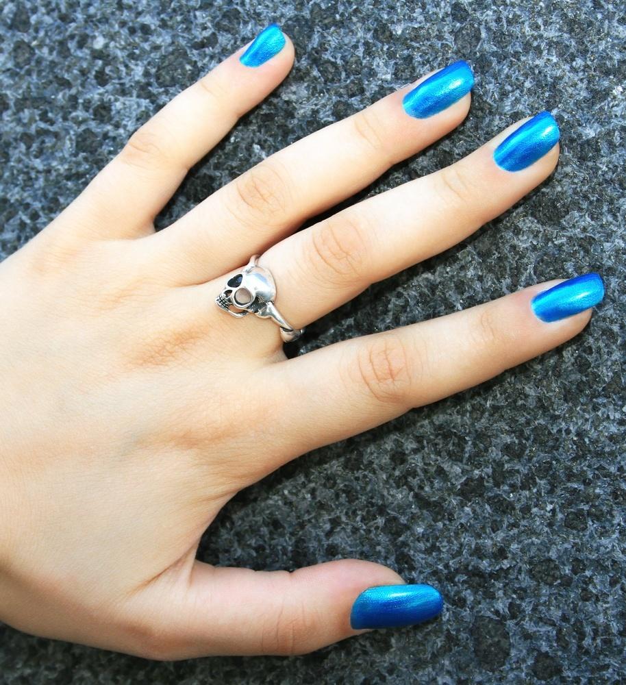 unha metálica azul shutterstock_50216536